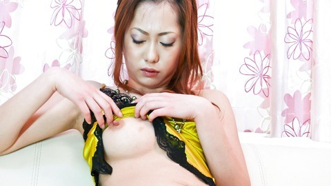 Arisa Suzuhusa solo girl action with sex toys