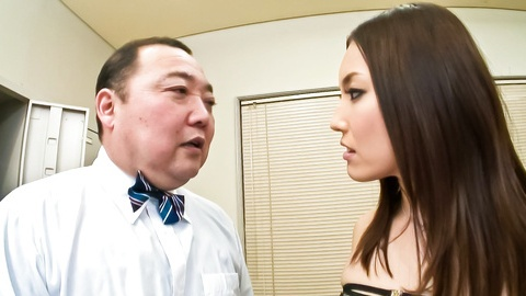 Hot Japanese model Mashiro Nozom gets her pussy busy