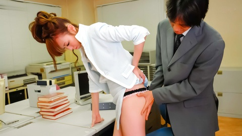 Hot Misato Sakurai has pussy exposed at doc