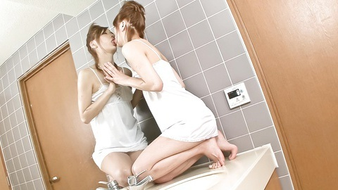 Hottie Nana Kinoshita has a nice solo time in bathroom