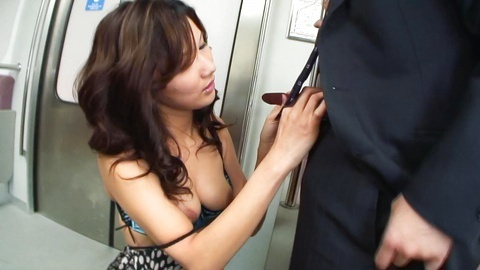 Japanese gal Ramu Nagatsuki strip and suck inside a passenger train