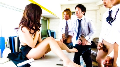 Kinky Chinatsu Kurusu busty sucks two shlongs