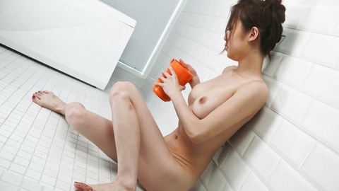 Sara Seori pleasing her cherries and whammies in the bathroom