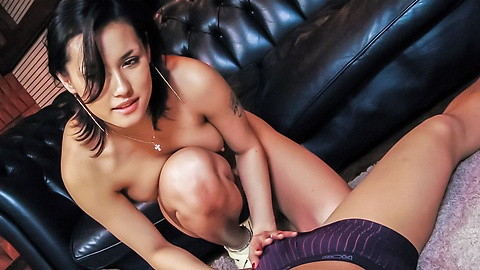 Hot milf, Maria Ozawa, amazes with her naughty skills