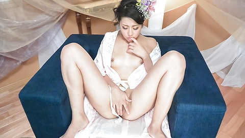Japanese masturbation show by Yuna Shiratori