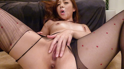 Maki Mizusawa in steamy Asian blowjob porn show